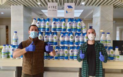El Hotel Ayre de Córdoba dona 180 litros de leche a la asociación IEMAKAIE para repartir entre los más necesitados